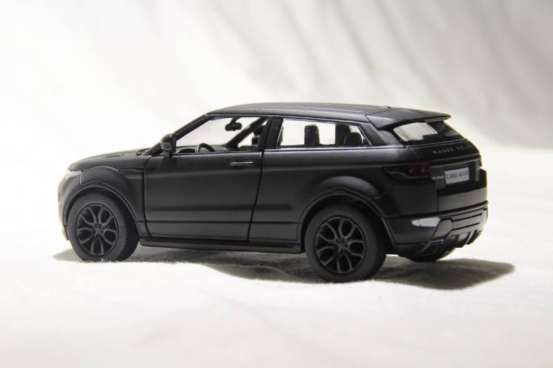 nr 4 range rover evoque coupe modell in mattschwarz uni. Black Bedroom Furniture Sets. Home Design Ideas