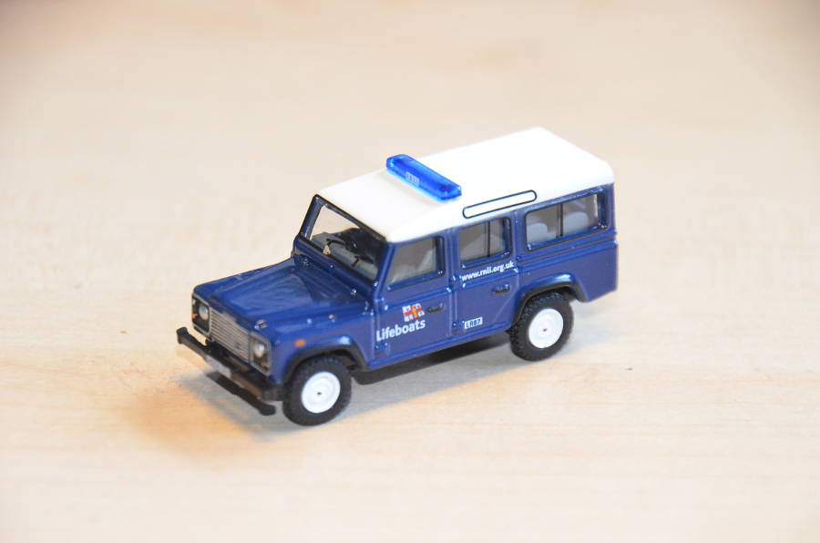 Model no. 321: Land Rover Defender - Der Land Rover Treff