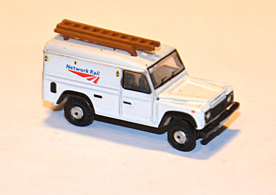 Model no. 323 Land Rover Defender 110 - Der Land Rover Treff