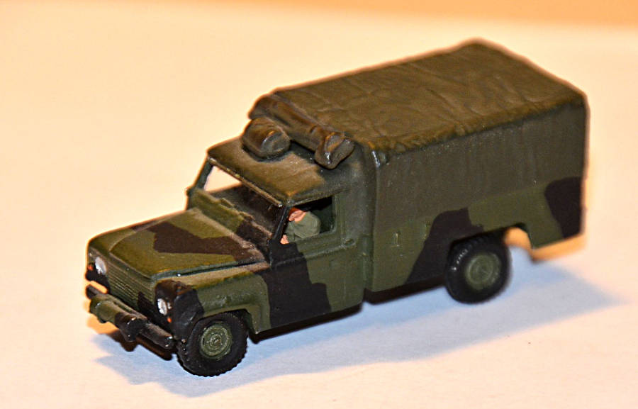 Model no. 324 Land Rover Defender Perentie - Der Land Rover Treff