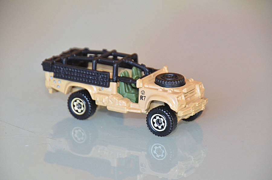 Model no. 327 Land Rover Defender 110 Santana - Der Land Rover Treff