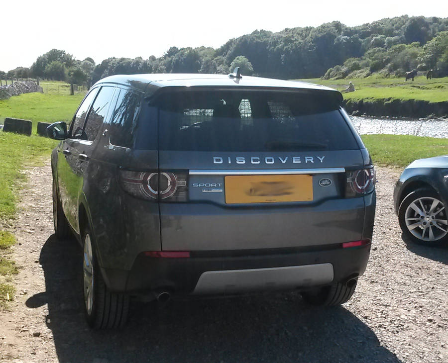 Land Rover Discovery Sport seen in ... Der Land Rover Treff