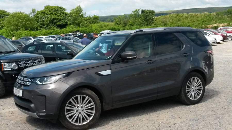 Land Rover Discovery 5 gesehen in Oxwich Wales - Der Land Rover Treff